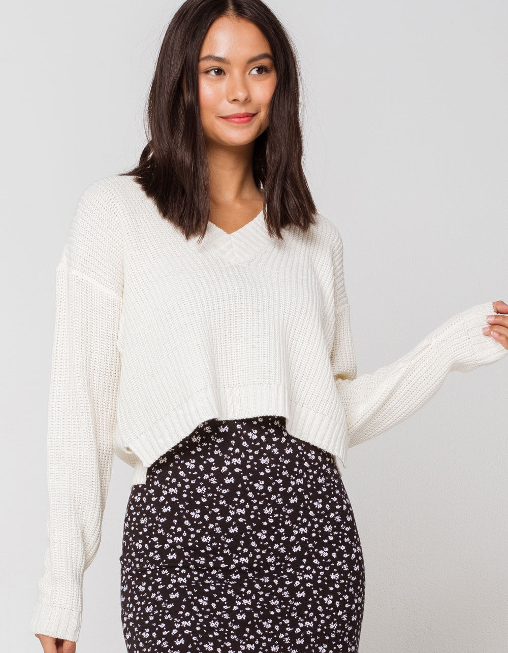 RETROD V-Neck Off White Crop Sweater