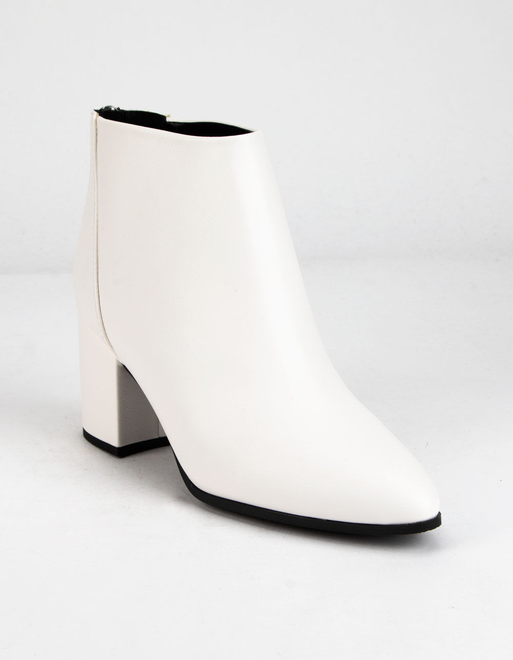 DELICIOUS Clean White Booties